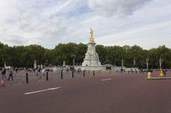 Regina Victoria Memorial nel quadrato del palazzo di Buckhingham Immagini Stock Libere da Diritti