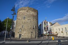 Free Reginalds Tower And Viking Longboat In Waterford Royalty Free Stock Images - 125870079