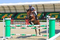 REGION TAGANROGS, ROSTOV-ON-DON, AM 6. AUGUST 2017: Wettbewerbe im Reitersport, gewidmet dem Tag der Befreiung des Neklinov Stockbild