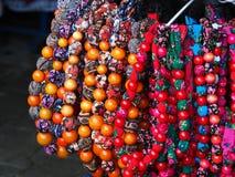 Regionala färgrika pärlor för kvinnor Arkivfoto