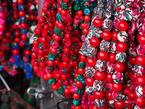 Regionala färgrika pärlor för kvinnor Royaltyfri Fotografi