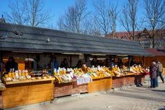 Regionala livsmedelsprodukter på marknadsplatsen royaltyfri bild