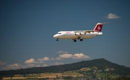 Regionaler Jet RJ 100 Schweizer Avro Stockbilder