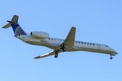 Regionaler Jet ungefähr zum Land Lizenzfreies Stockfoto