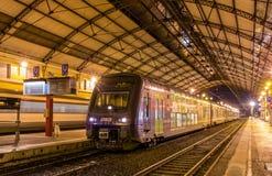 Regionalt drev TER 2N på den Avignon stationen Arkivfoton