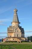 Regione della Russia, Murmansk, distretto di Tersky, il villaggio di Varzuga La chiesa del Dormition, costruita nel 1674 Fotografia Stock Libera da Diritti
