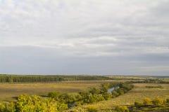 Regione di Tula, fiume Oka ed i campi intorno Immagine Stock