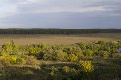 Regione di Tula, fiume Oka ed i campi intorno Immagini Stock Libere da Diritti