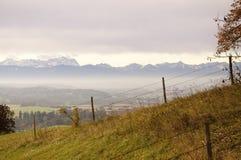 Regione montagnosa ed alpi alpine Immagini Stock Libere da Diritti