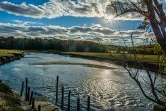 Regiones pantanosas de Cape Cod en un último día soleado/en parte nublado de la caída imagenes de archivo