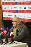 Regisseur Nikita Mikhalkov bij persconferentie royalty-vrije stock foto's