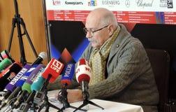 Regisseur Nikita Mikhalkov bij persconferentie royalty-vrije stock fotografie
