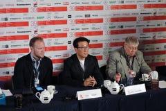Regista e produttore Youn Je Kuoyn nel mezzo Fotografie Stock Libere da Diritti