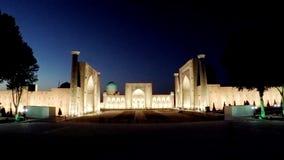 Registan cuadrado, noche samarkand uzbekistan almacen de metraje de vídeo