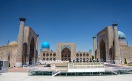 Registan esquadra, o monumento da arquitetura medieval, o coração da cidade antiga de Samarkand Fotos de Stock
