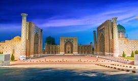 Registan, uma pra?a p?blica velha em Samarkand, Usbequist?o foto de stock