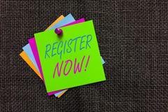 Register för ordhandstiltext nu Affärsidéen för namn i en officiell lista värvar för att vara en medlem undertecknar upp viktiga  arkivfoto