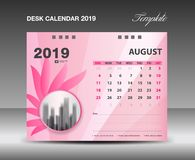 Registi 2019, AUGUST Month, la progettazione di vettore del modello del calendario da scrivania, concetto rosa del fiore royalty illustrazione gratis