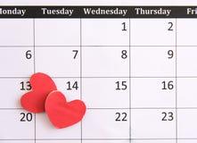 Registi la pagina e la carta rossa dei cuori il 14 febbraio dei biglietti di S. Valentino Fotografia Stock
