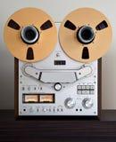 Registrador abierto de la cubierta de cinta del carrete de la estereofonia analogica fotos de archivo libres de regalías