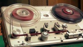 Registrador de cassete áudio do carretel do vintage, fita rápida da rebobinação vídeos de arquivo