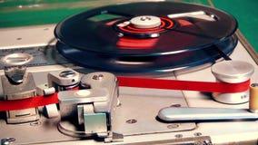 Registrador de cinta de audio, jugando la máquina de cinta de audio