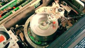Registrador del Vhs con la cinta que muestra funcionamientos internos metrajes