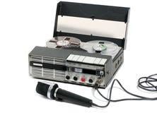Registrador e microfone portáteis de fita foto de stock