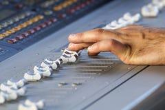 Registrador sano de Digitaces del equipo de audio del estudio de Electric Mixer Recording del regulador de la música Imagen de archivo
