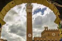 Registrando la piazza del Campo in Siena Tuscany, Italia fotografie stock libere da diritti
