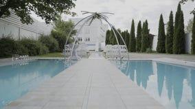 Registratie van huwelijksplaatsen, floristics, toebehoren voor huwelijken Zonnige dag stock video