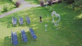 Registratie van huwelijksplaatsen, floristics, toebehoren voor huwelijken Zonnige dag stock footage