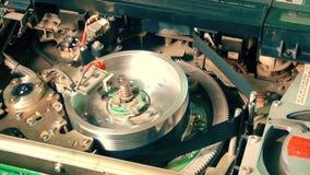 Registratore interno di VHS: Lavoro magnetico di vantaggio acquisito all'inizio di una gara e funzionamento di arresto video d archivio