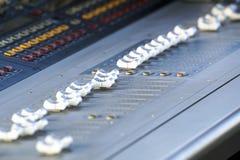 Registratore sano di Digital dell'audio attrezzatura dello studio di Electric Mixer Recording del regolatore di musica Immagine Stock