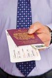 Registrazione dell'aeroporto dell'uomo d'affari Fotografie Stock Libere da Diritti