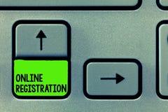Registrazione online del testo di scrittura di parola Concetto di affari affinchè processo sottoscrivano per fare parte di un clu immagine stock