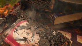 Registre com Hitler que queima-se em uma fogueira filme