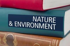 Registre com a natureza e o ambiente do título escritos na rotação imagens de stock