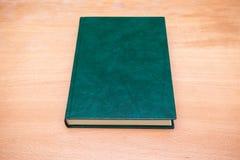 Registre com obscuridade vazia - tampa de couro verde Fotos de Stock Royalty Free