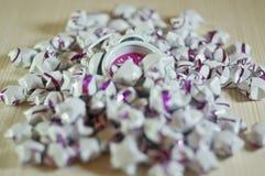 Registre mezclado en las estrellas de papel como un rato perdido. Foto de archivo libre de regalías