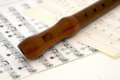 Registreertoestel op bladmuziek stock foto