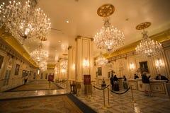 Registreringsskrivbord på det Paris hotellet i Las Vegas Arkivbild