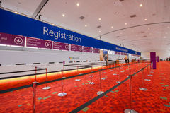 Registreringsskrivbord på helgdagsaftonen av att öppna den Microsoft konvergenskonferensen royaltyfri foto