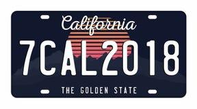 Registreringsskylt som isoleras på vit bakgrund Kalifornien registreringsskylt med nummer och bokstäver Emblem för t-skjorta diag stock illustrationer
