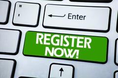 Registro da exibição do texto do anúncio da escrita agora Conceito do negócio para Join para a sociedade escrita na chave azul no imagens de stock