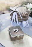 Registro da saída do casamento, cadeiras brancas decoradas para o casamento Foto de Stock Royalty Free