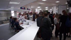 Registro de la gente a la exposición internacional almacen de metraje de vídeo