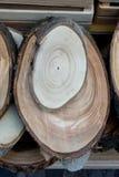 Registro de madera cortado en pedazos finos redondos Imagen de archivo libre de regalías