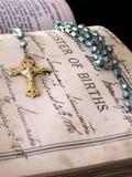 Registro de nacimientos en biblia de familia Imagen de archivo libre de regalías