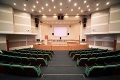 Registro della scena e dell'interiore della sala per conferenze Fotografie Stock Libere da Diritti
